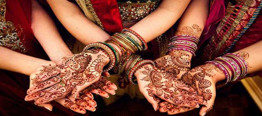Enjoy Stylish Design of our Professional Mehandi artist in Delhi