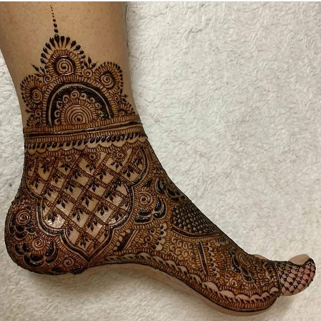 Royal dulhan feet mehndi