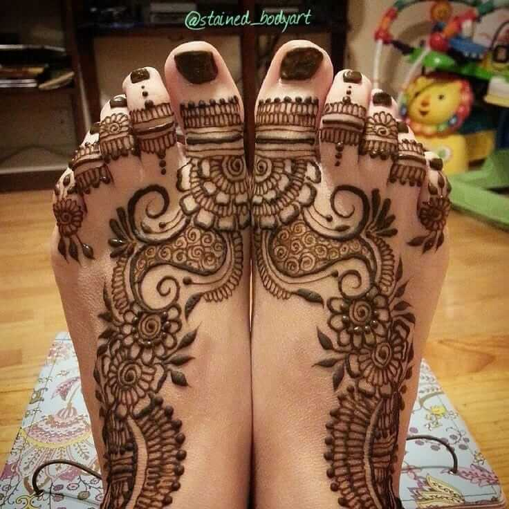 beautiful mehndi design for foot