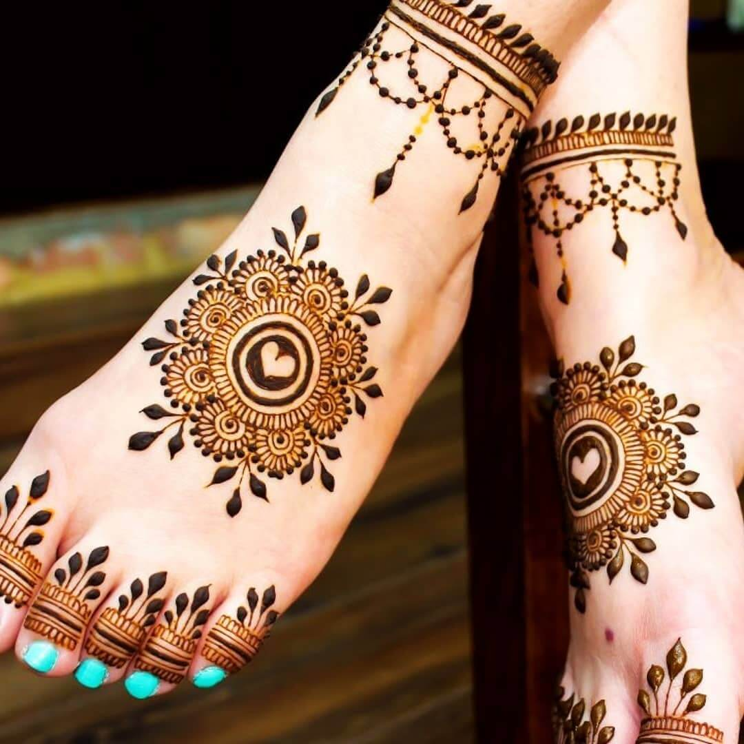 heart mehndi for feet