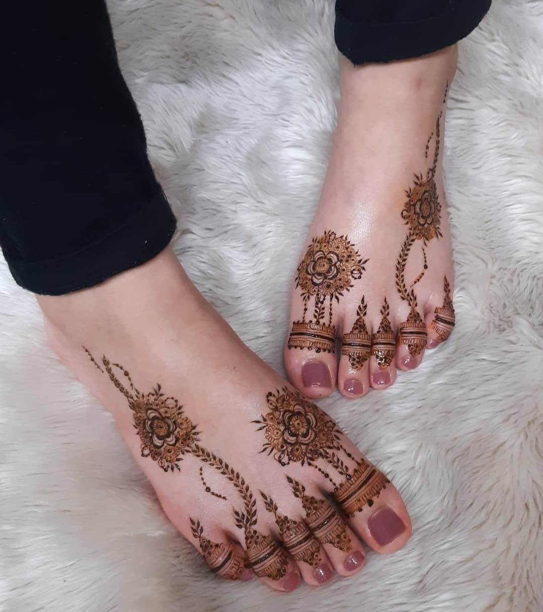 modern mehndi design images for foot
