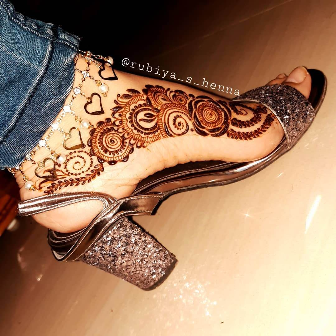 Modern Side Feet Mehndi Designs