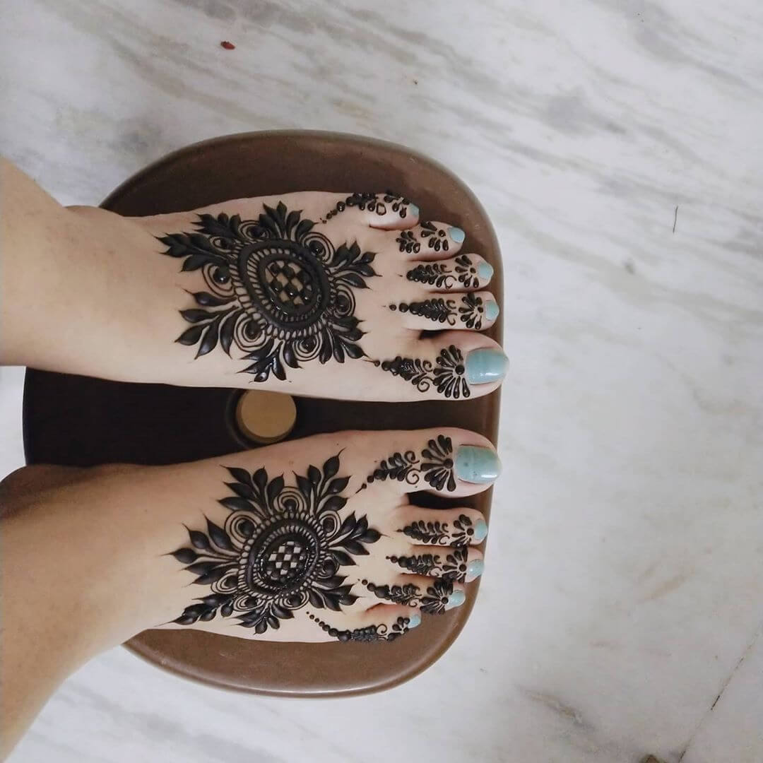 Modern feet mehndi designs for female