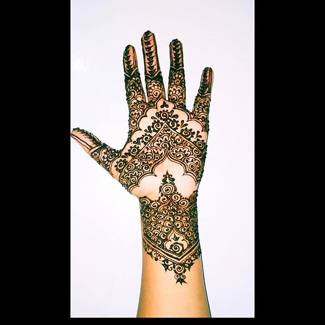 hands mehndi for bride
