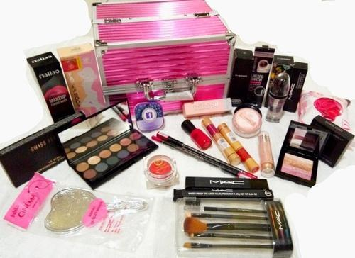 make up kit - gift idea for sister on christmas