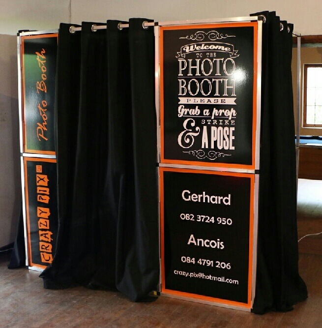 diy-photo-booth-freshers-party-decoration